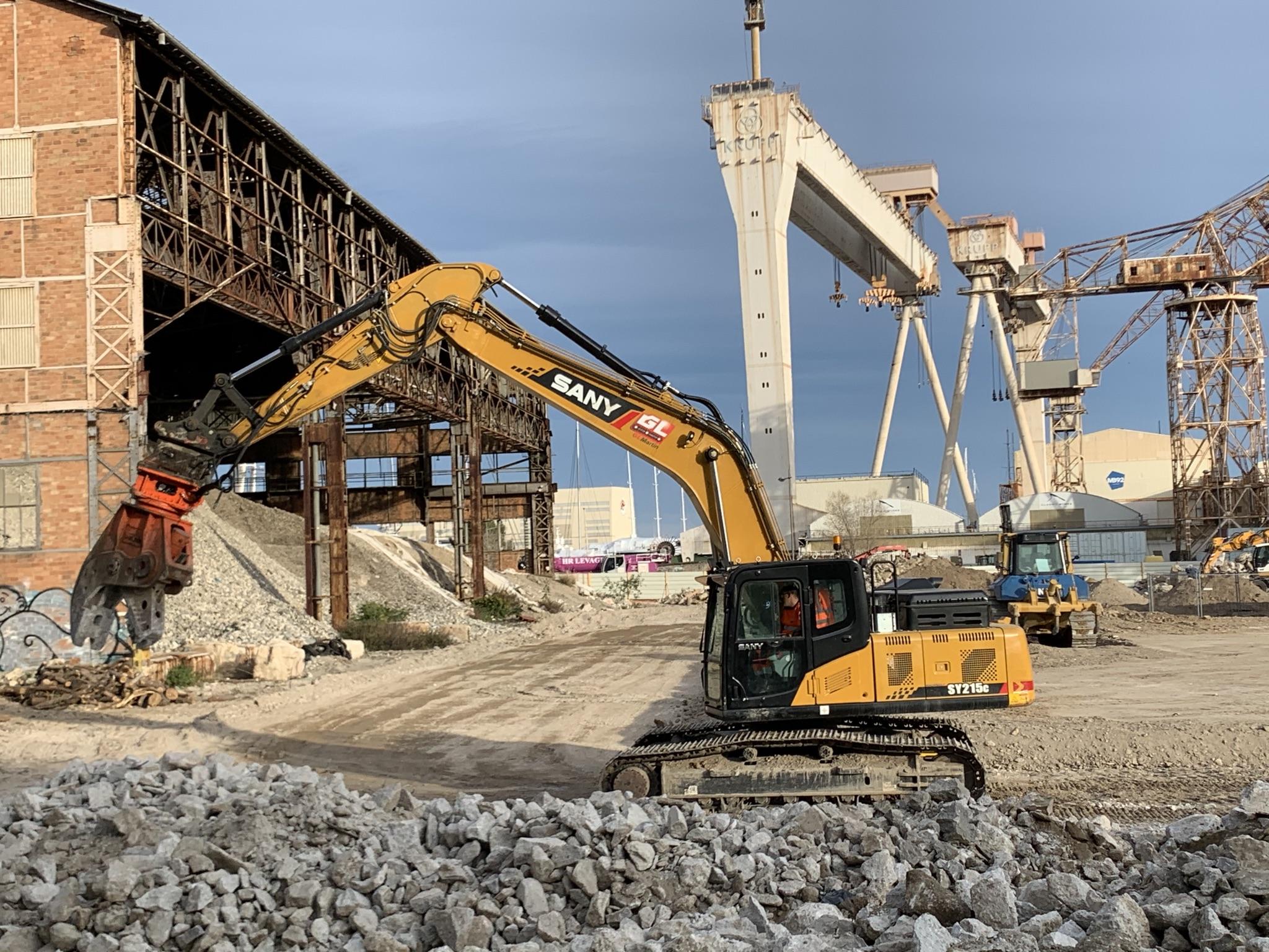 SY215 sur un chantier